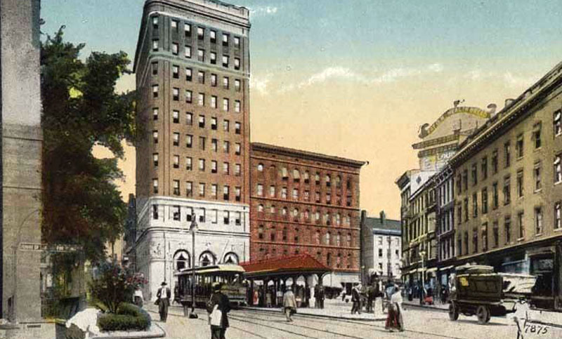 Main Street showing Hartford National Bank, Hartford - 1910s